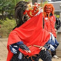 「踊り」をきわめた獅子舞!〜 半纏姿で諏訪神社例大祭に参加して、指定文化財大八木獅子舞のグルーヴを体感しよう!